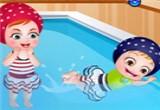 لعبة البيبي هازل تسبح في حمام السباحة