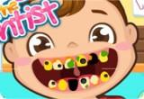 لعبة الطفل الجميل عند طبيب الأسنان